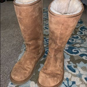 Ugg Boots!! Barely worn!!